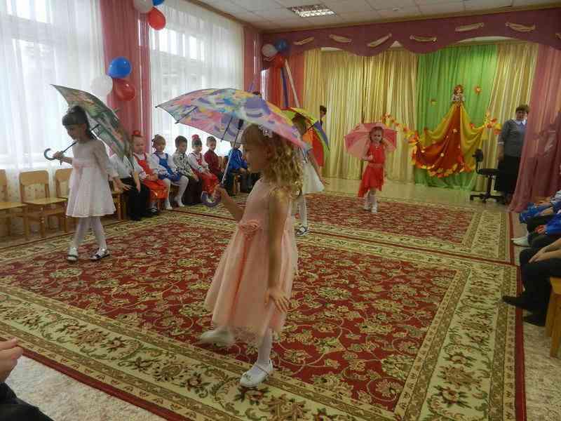 """Танец с зонтиками"""