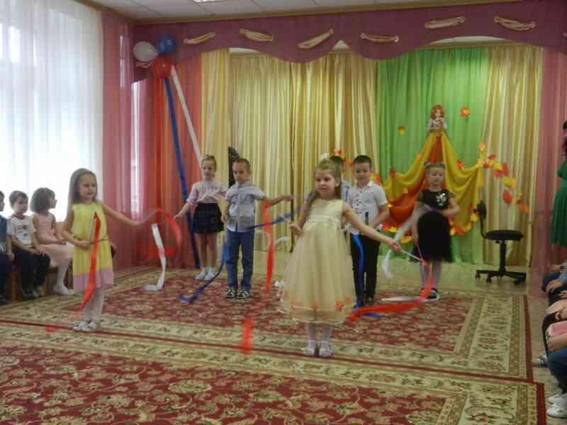 Танец с лентами